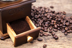 Vintage coffee bean grinder and fresh ground coffee Royalty Free Stock Photography