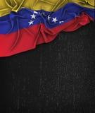 Vintage da bandeira da Venezuela em um quadro do preto do Grunge foto de stock