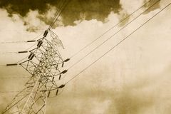 Vintage de alto voltaje de la línea eléctrica de la electricidad Imágenes de archivo libres de regalías