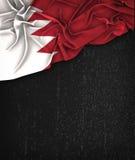 Vintage de drapeau du Bahrain sur un tableau noir grunge avec l'espace pour Image stock