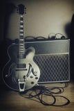 Vintage 2 de la guitarra y del amplificador Imagen de archivo
