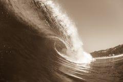 Vintage de la sepia de la ola oceánica que se estrella Foto de archivo