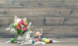 Vintage de las flores de los huevos de Pascua entonado Imagenes de archivo