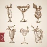 Vintage de lineart en verre d'alcool d'apéritif de cocktail rétro illustration stock