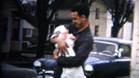 (vintage de 8m m) el papá 1952 lleva a cabo el coche de bebé y el fondo de la casa Iowa, los E.E.U.U. almacen de video