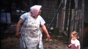 (vintage de 8m m) 1952 siguientes de la niña de la abuela del país viejo de Iowa almacen de video