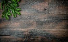 Vintage de madera del fondo de las ramas de árbol de navidad Imágenes de archivo libres de regalías