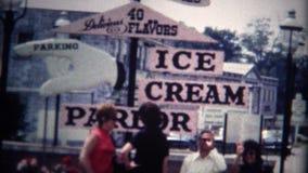 (vintage de 8mm) boutique de crème glacée ancienne banque de vidéos