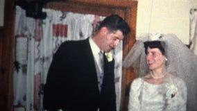 (vintage de 8mm) 1966 couples de gâteau de Kissing Bride Wedding de marié nouveaux clips vidéos