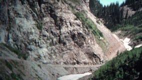 (vintage de 8mm) Jeep Single Trail Mountains 1966 banque de vidéos