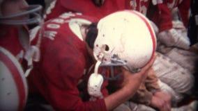 (vintage de 8mm) joueur de football américain blessé banque de vidéos
