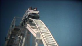 (vintage de 8mm) montagnes russes magiques 1976 de montagne banque de vidéos