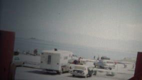 (vintage de 8mm) plage argentée le Grand Lac Salé, Utah, Etats-Unis de 1966 sables banque de vidéos