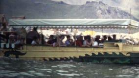 (vintage de 8mm) véhicule 1966 amphibie dans le dinosaure, le Colorado LES Etats-Unis banque de vidéos