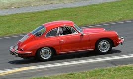 Vintage de Porsche 956 sur la voie de course Photographie stock