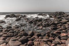 Vintage de Rocky Beach Ocean Summer Coastline Foto de Stock Royalty Free