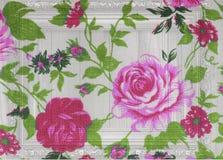 Vintage de Rose de tissu sur en bois blanc Images stock