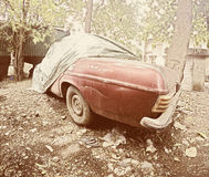 Vintage do carro da sucata em um quintal Imagem de Stock Royalty Free