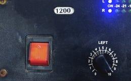 Vintage do vermelho principal do interruptor em-fora e da placa de controlador fotografia de stock
