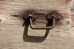 Vintage door handle. On wooden door (fragment Royalty Free Stock Photos