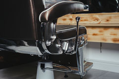 Vintage elegante Barber Chair del primer fotografía de archivo libre de regalías