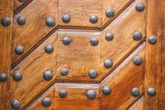 Vintage en bois découpé par porte en métal de texture Photo stock