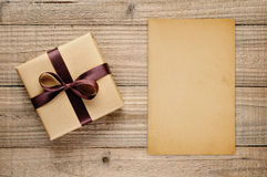 Vintage gift box and blank card Royalty Free Stock Photos
