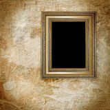 Vintage golden frame on grunge Royalty Free Stock Images