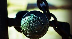 Vintage, gravado, botão da porta do ferro fundido imagem de stock
