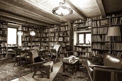 Vintage interior of personal bibliotek, calm and comfort indoor Stock Photography