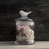Vintage jar of marshmallow on a gray background Royalty Free Stock Photography