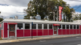 Vintage L et wagon-restaurant rouge de S, Harrisonburg, la Virginie, petite ville Amérique - Main Street Etats-Unis - 26 octobre  images stock