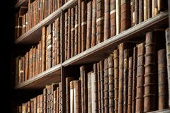 Free Vintage Library Old Books Stock Photography - 135711522