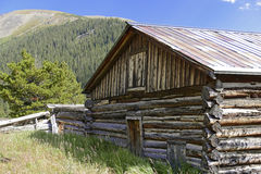 Vintage log cabin in old mining town in the mounta Royalty Free Stock Images