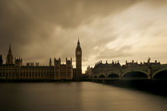 Vintage Londres com Big Ben e as casas do parlamento Imagens de Stock Royalty Free