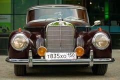 Vintage Mercedes no dia clássico 2010 de Mercedes-Benz Foto de Stock