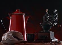 Vintage metal jug and old coffee grinder Royalty Free Stock Photos