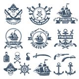 Vintage nautique et labels de pirates Logos monochromes de mer et de navigation illustration libre de droits