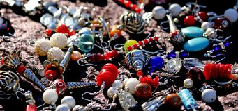 Vintage necklaces and jewelry for sale in the antique shop Royalty Free Stock Photo