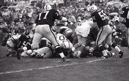Vintage NFL San Diego Chargers contra Oakland Raiders, o 13 de outubro de 1968 fotografia de stock royalty free