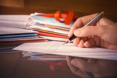 Vintage o mano retra del estilo con la fuente Pen Writing Letters Imagen de archivo