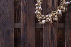 Vintage old fence and bundle of garlic Royalty Free Stock Images