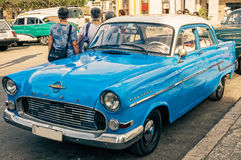 Vintage Opel bleu à La Havane, Cuba Image stock