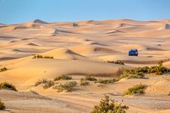 Vintage open top 4x4 SUV in the desert in Dubai, UAE stock photography