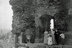 Vintage Photo 1901, Holidaying Family, Aberystwyth Castle, Wales Stock Photos