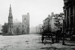 Vintage Photo 1900 Martyrs Memorial and Church, Oxford. Vintage Photo 1900 of Martyrs Memorial and St. Mary Magdalen Church, Magdalen Street, Oxford, England royalty free stock photo