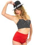 Vintage Pin Up Bikini da modelagem da mulher fotos de stock royalty free