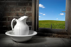 Vintage pitcher and washbasin Stock Photography