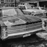 Vintage Plymouth y taxi Fotos de archivo libres de regalías