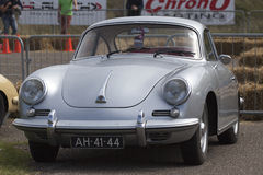 Vintage Porsche métallique argentée photos stock